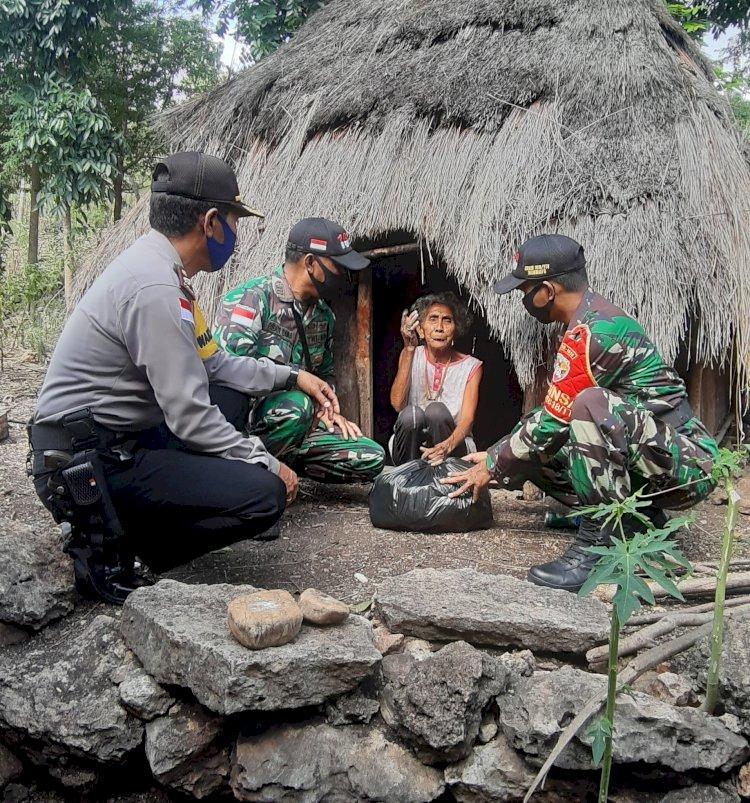 Peduli Kemanusiaan, Waka Polres TTU Saling Rangku untuk Melengkapi
