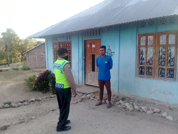 Bhabinkamtibmas Door To Door ke Desa Binaannya