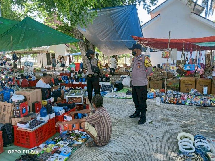 Bhabinkamtibmas Insana Utara Blusukan ke Pasar Desa Oesoko Beri Himbauan