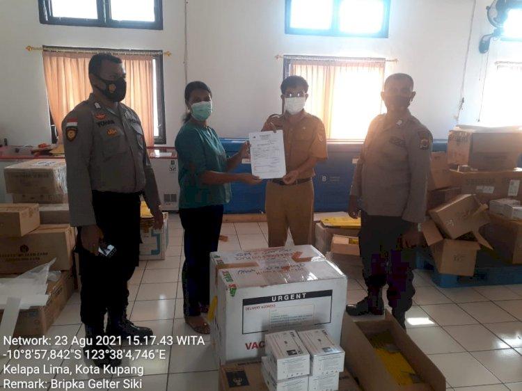 Polres TTU Dampingi Dinkes Jemput 200 Vial Vaksin di Kupang
