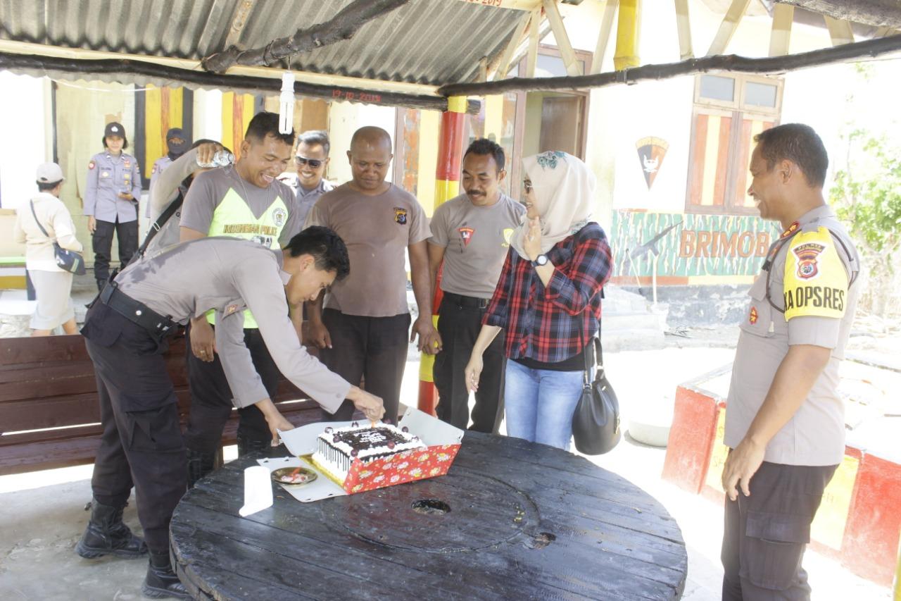 Polres TTU Rayakan Ultah Personil di Batas Negara