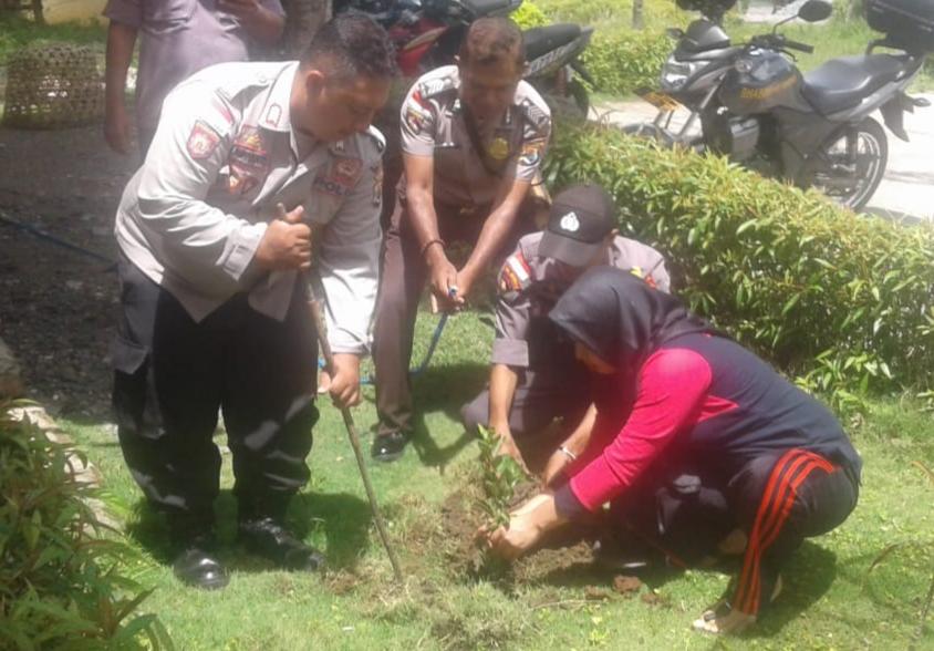 Hijaukan Lahan Kosong, Polsek Miobar Tanam 20 Pohon